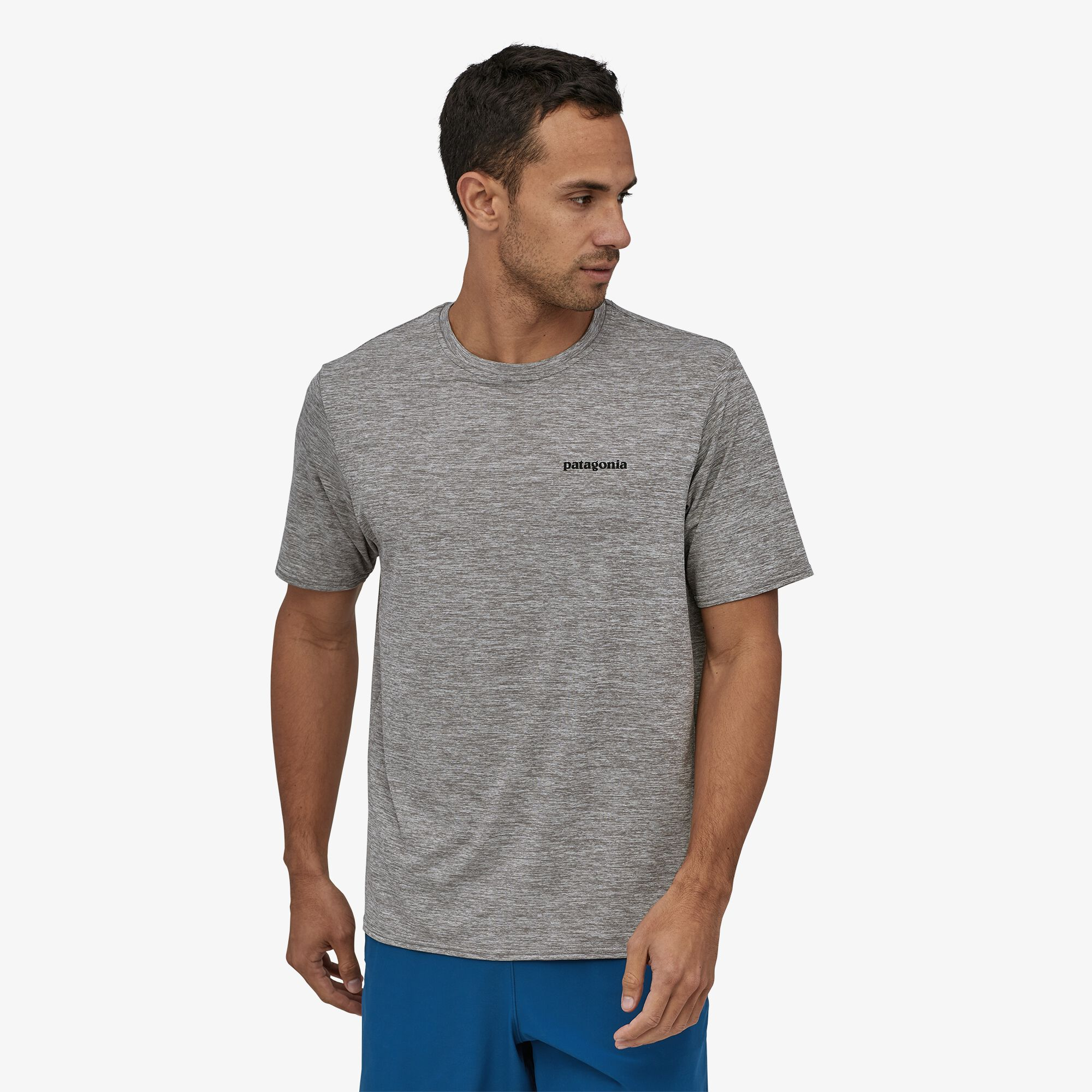 Patagonia_Cap_Cool_Daily_Graphic_shirt_feather_grey_Model